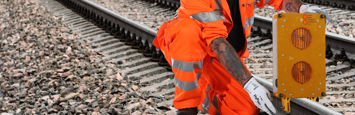 Speedy_banners_rail_specific_lifting_survey_and_lighting